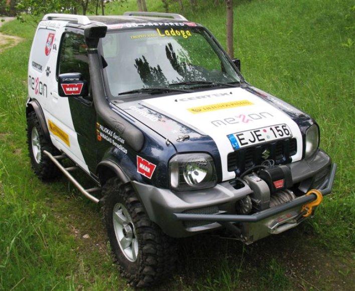 """Lietuviai varžybose dalyvaus su """"Suzuki Jimny"""" sportiniu automobiliu"""