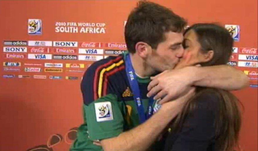 I.Casillaso bučinys tiesioginiame eteryje