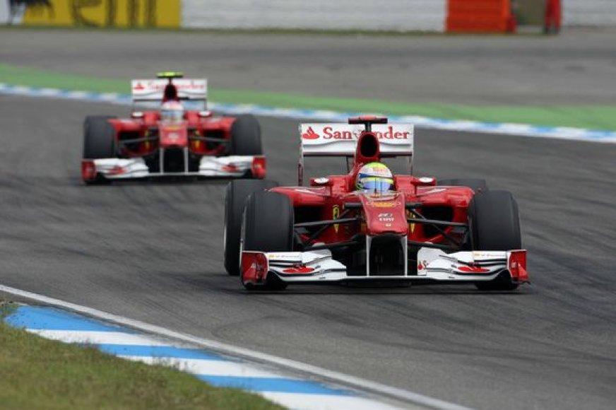 """""""Ferrari"""" komandai skirta bauda už komandinės taktikos taikymą"""