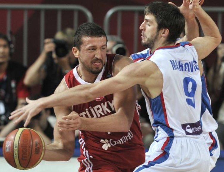 Turkai išplėšė pergalę pusfinalyje