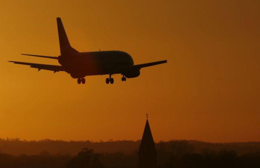 Žmonės į Londoną buvo išskraidinti kitu lėktuvu.