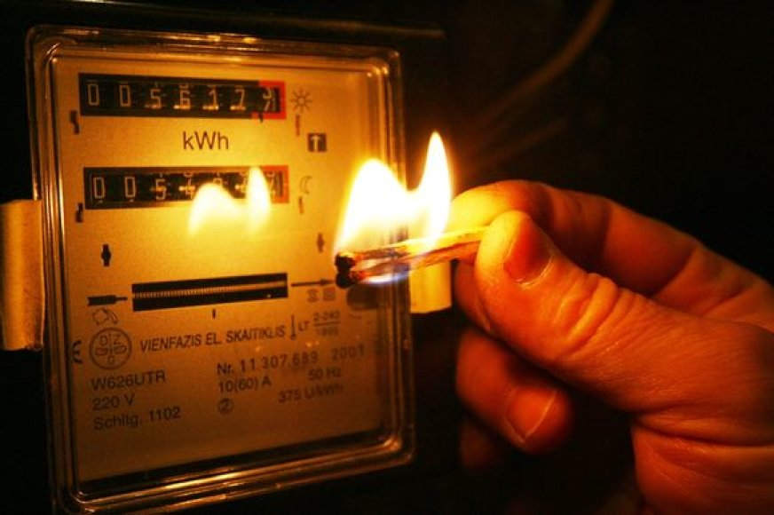 Nepaisant to, kad socialinio būsto nuomininkai sumoka turėtas skolas, dalis jų elektros energijos tiekimo atnaujinimo taip ir nesulaukia.