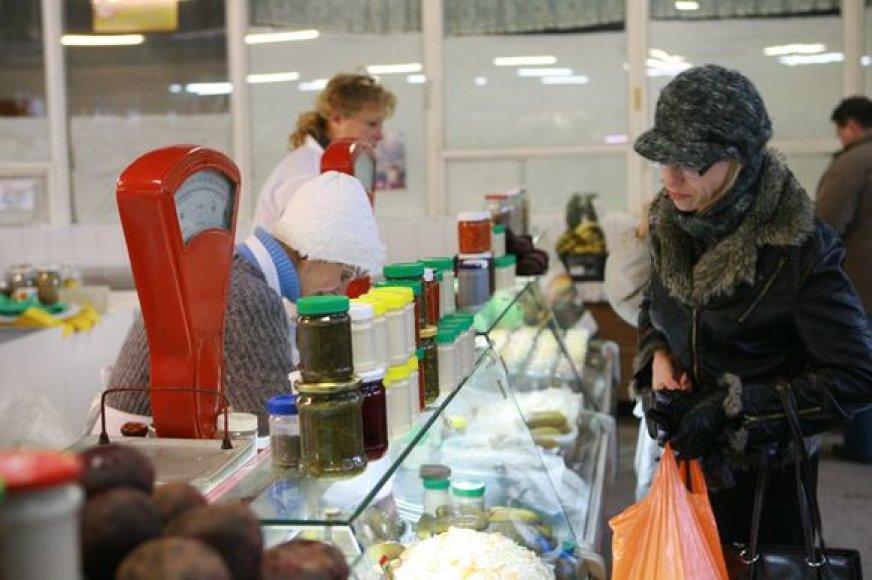 Po naujųjų turgavietėse stengtasi nepasiduoti brangymečio polkai – kilo tik pavienių produktų kainos.