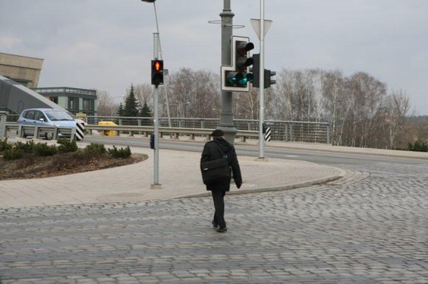 8 sekundės – tiek vidutiniškai laiko skiriama sostinės gyventojui pereiti gatvę šviesoforo sankryžoje.