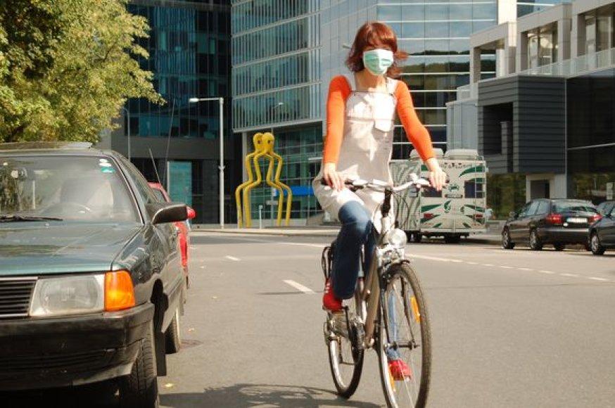 Esant padidėjusiai teršalų koncentracijai ore, reikėtų vengti ilgo buvimo lauke arba bent jau prisidengti kvėpavimo takus drėgna skepetėle.
