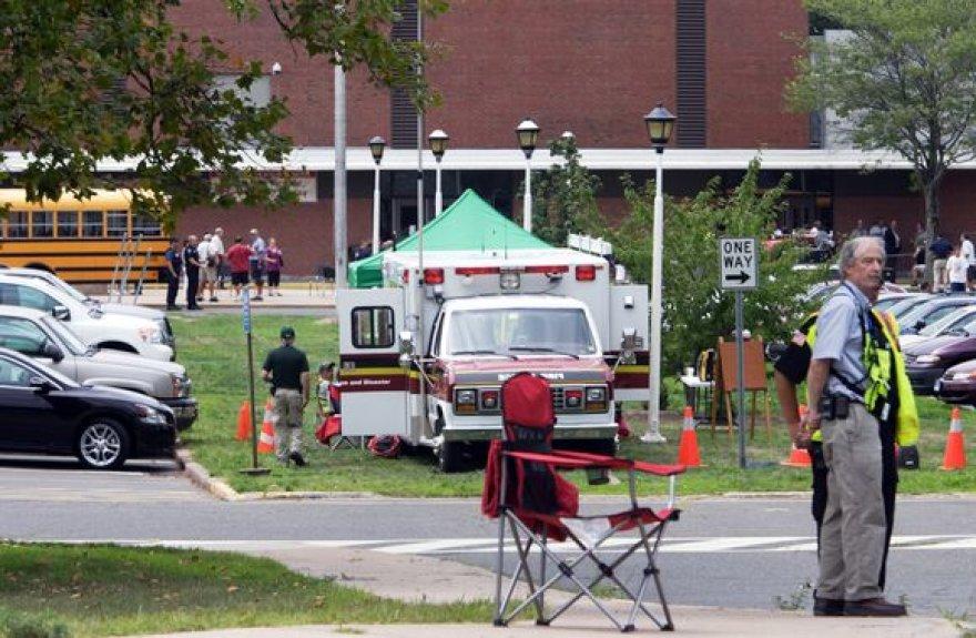JAV Konektikuto valstijoje antradienį didmenine prekyba alumi ir vynu užsiimančios įmonės darbuotojas nušovė aštuonis kolegas.