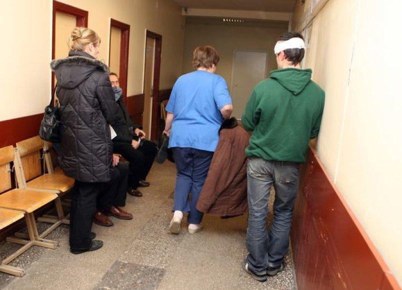 Antradienį Kauno Raudonojo Kryžiaus ligoninės Traumatologijos punktą  užplūdo įvairius sužalojimus patyrę kauniečiai.