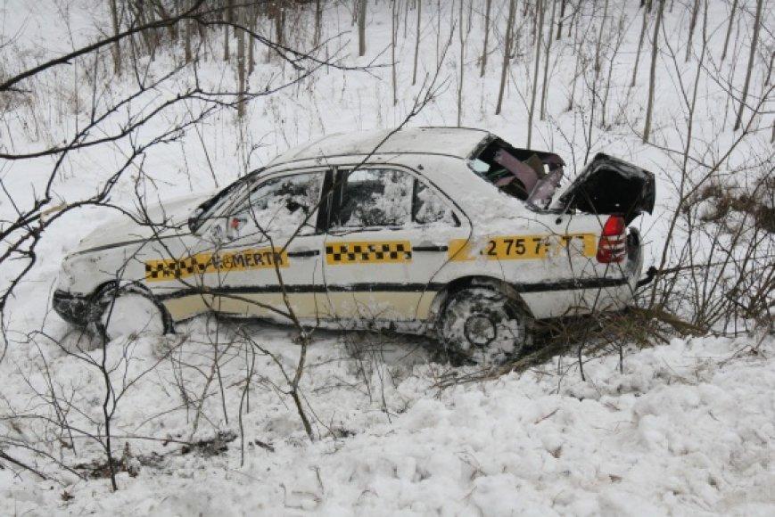 "Avariją patyręs taksi automobilis ""Mercedes Benz"""