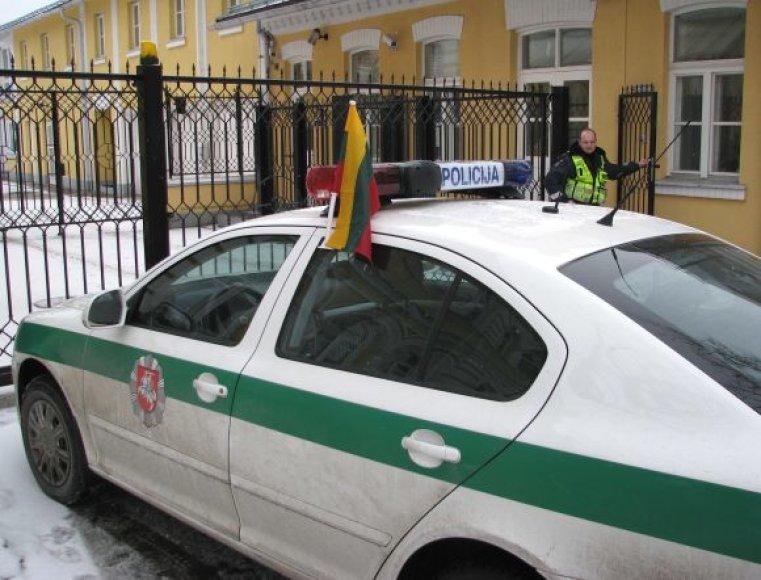 Taip papuošti patrulių tarnybiniai automobiliai  – kol kas neįprastas vaizdas.