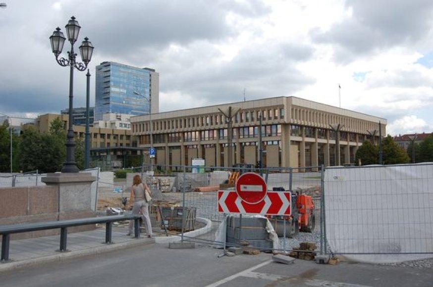 Gedimino prospekto atkarpa netoli Seimo kartu su sankryža ties senuoju Žvėryno tilto buvo rekonstruota prieš metus. Nuo to laiko ją sudrebino dešimtys identiškų avarijų.
