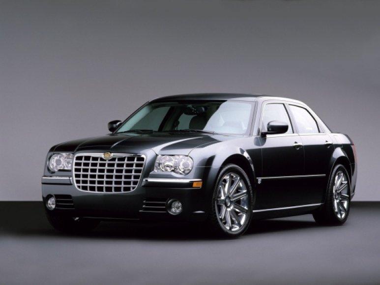 Liepsnojo toks kaip šis automobilis.
