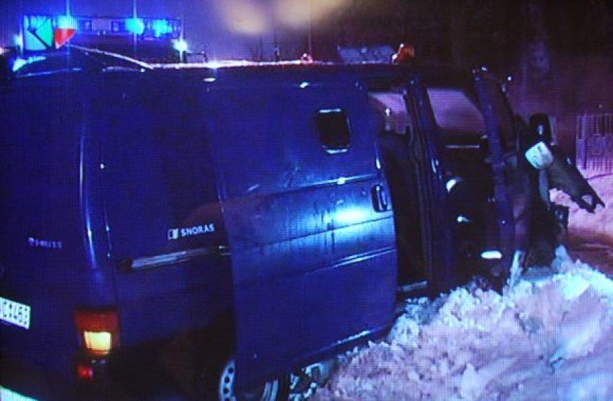 Į avariją pakliuvęs šarvuotas VW autobusiukas