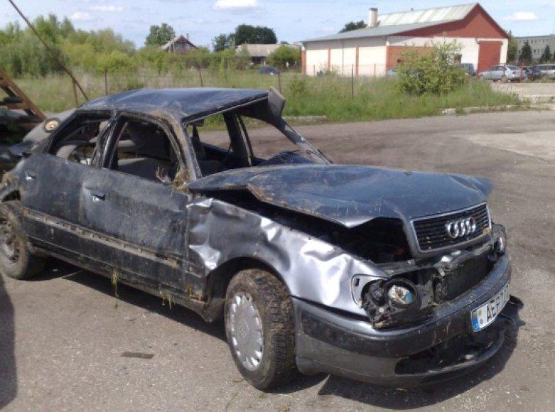 Per avariją žuvo šiuo automobiliu keliavę žmonės.
