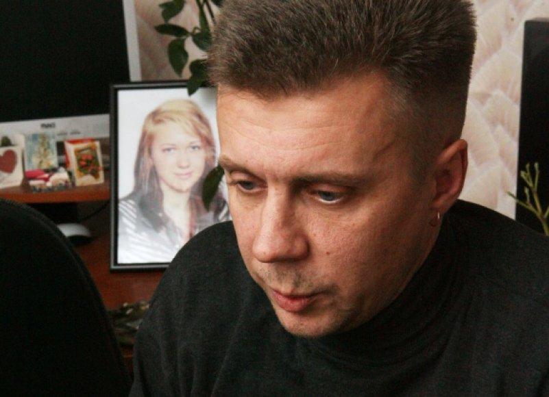 Dukters netekusiam tėvui teisėsauga per trejus metus nesugebėjo atsakyti, kas atėmė Jovitos gyvybę.