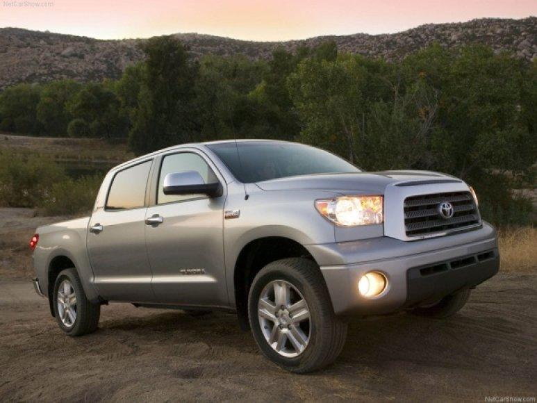"""Švinius be dokumentų ir saugos diržo vairavo tokį kaip šis pikapą """"Toyota Tundra""""."""