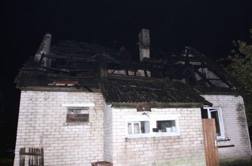 Per gaisrą Užkalnių kaime žuvo vyriškis.