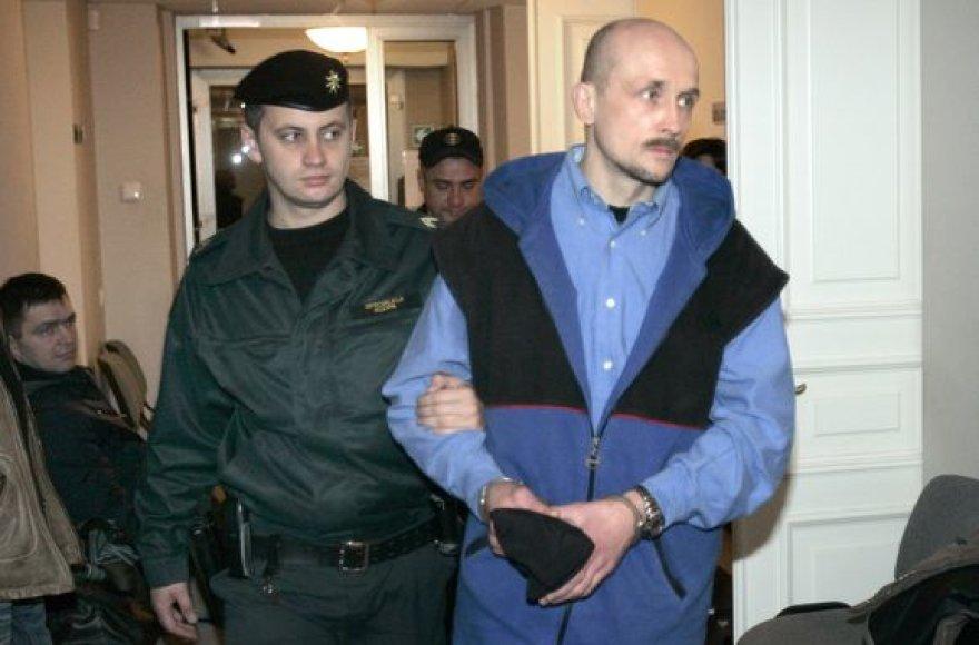 Ilgiau nei 16 metų besislapsčiusiam D.Adomėnui už itin sunkius nusikaltimus gresia kalėjimas iki gyvos galvos.