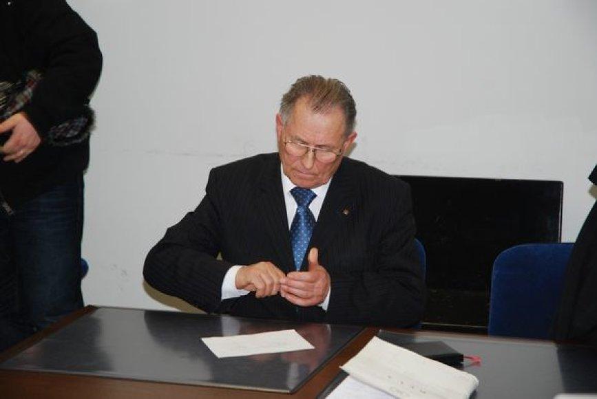 K.Ramelis su advokate teisme