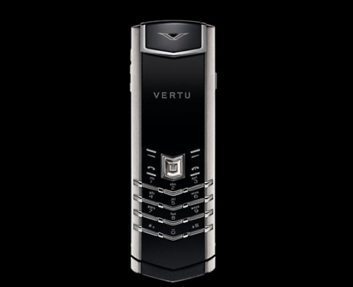 """Išskirtinių telefonų """"Vertu Signature"""" korpusai gaminami iš nerūdijančiojo plieno, geltonojo ir baltojo aukso, platinos."""