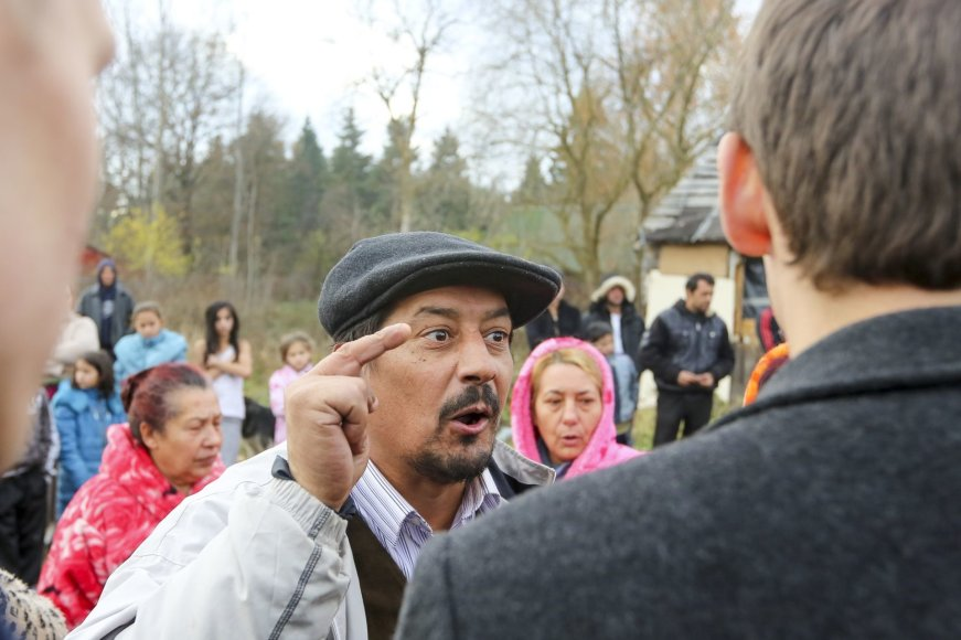 Irmanto Gelūno/15min.lt nuotr./Buvę narkomanai romų tabore ieškojo savo senųjų narkotikų prekeivių