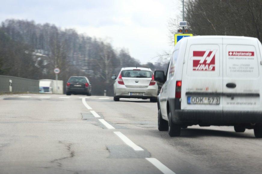 """Irmanto Gelūno / 15min nuotr./Ignas Gelžinis Vilniuje - prie vairavimo mokyklos """"Hyundai i30"""" vairo"""