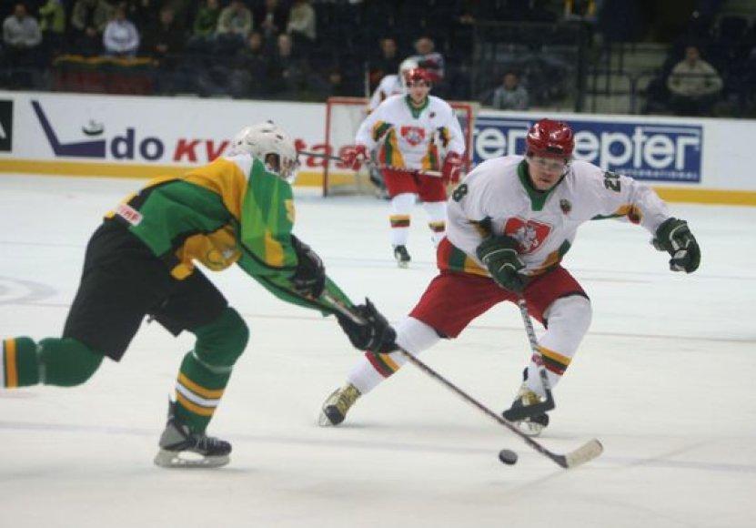9:3 Lietuvos ledo ritulio rinktinė sutriuškino savo varžovus ir iškovojo pirmąją pergalę.