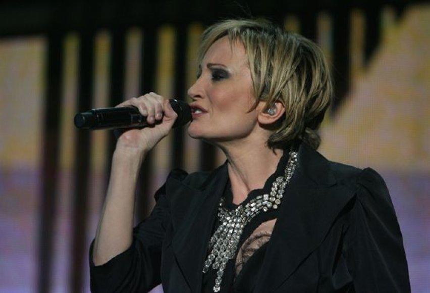 """Penktadienio vakarą sostinės """"Utenos"""" pramogų arenoje Vilniaus gyventojus ir svečius džiugino Prancūzijos """"muzikos ambasadorė"""" Patricia Kaas"""