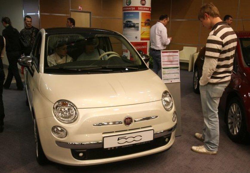 Fiat 500. LITEXPO parodų rūmuose prasidėjo tradicinė automobilių ir laisvalaikio transporto priemonių paroda ALT 2009
