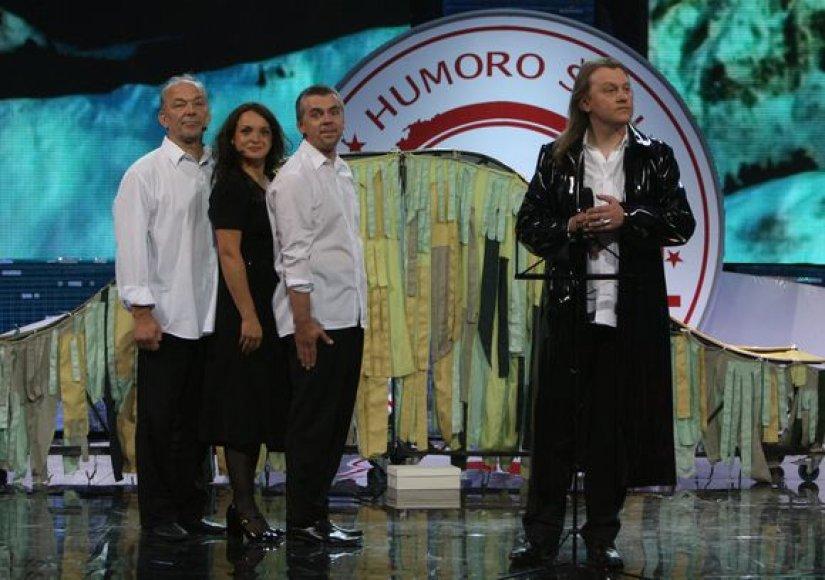 Humoro ir muzikos šou dalyviai.