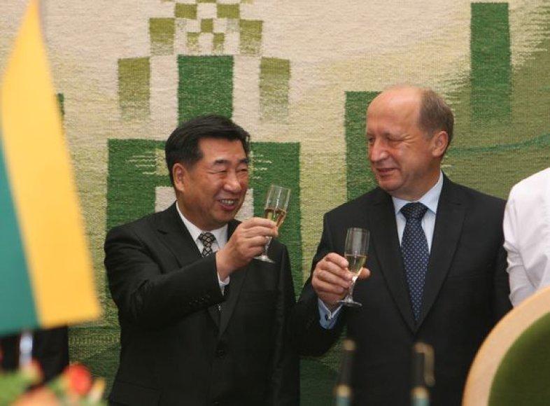 Susitikimo metu Kinijos ir Lietuvos atstovai pasirašė memorandumus dėl bendradarbiavimo.