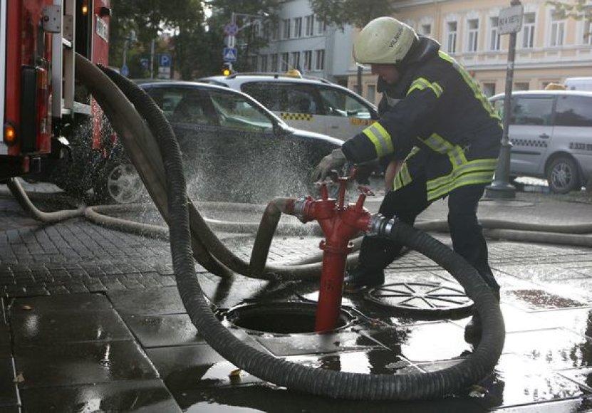 Ugniagesių pratybos penktadienio rytą Vilniaus centre sukėlė nerimo sostinės gyventojams.