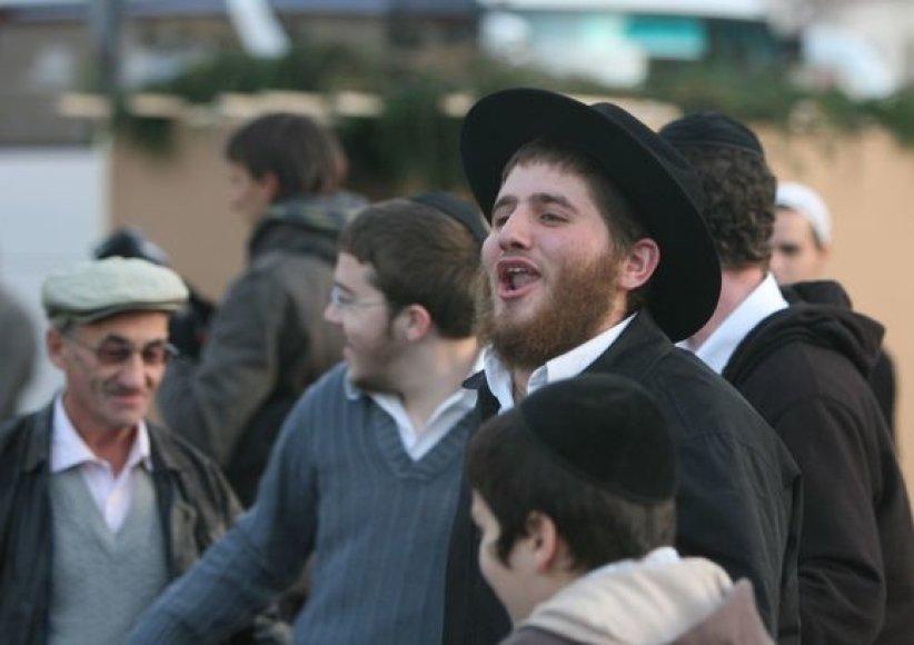 Žydų religinė bendruomenė Chassidie Chabad Lubavitch antradienio vakarą Vilniuje, Rotušės aikštėje surengė žydų šventę Sukot.