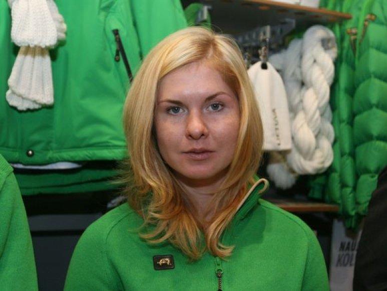 Naują olimpinės aprangos kolekciją pristatė slidininkė I.Terentjeva.