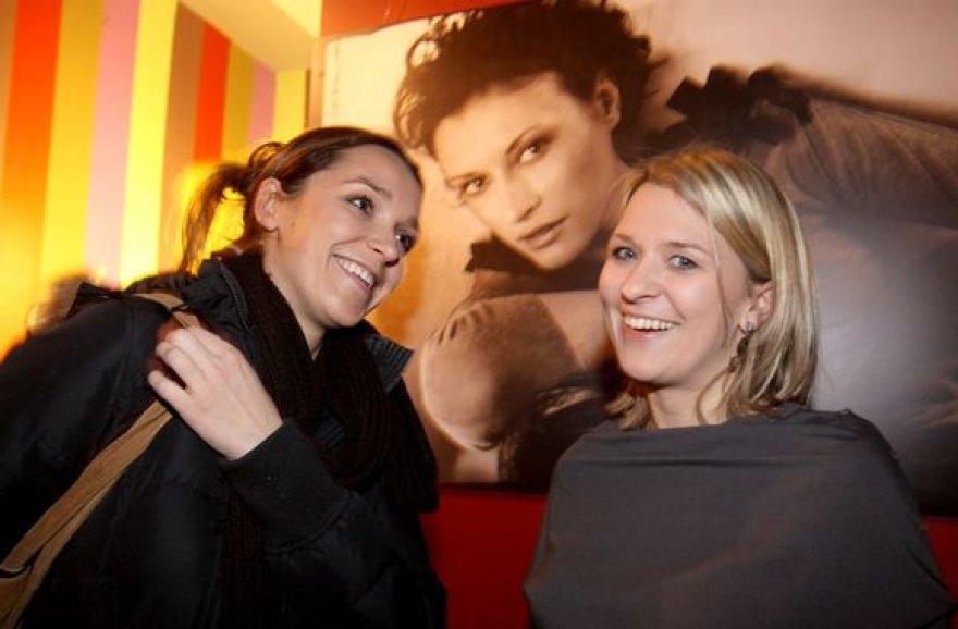 """Tarptautinio moterų filmo festivalio """"Šeršėliafam"""" atidarymas vos sutalpino žiūrovus."""