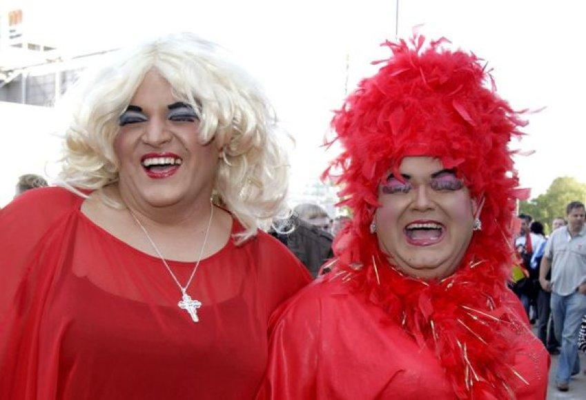 """Įspūdingai atrodantys gerbėjai suplaukė į """"Eurovizijos"""" finalą."""