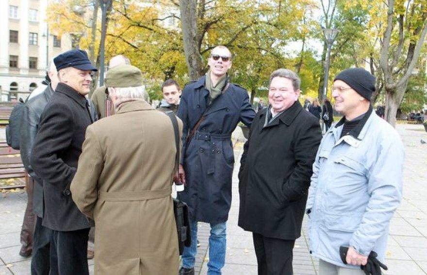 Į kvietimą prisijungti prie pasaulinių demonstracijų lietuviai reagavo pasyviai.
