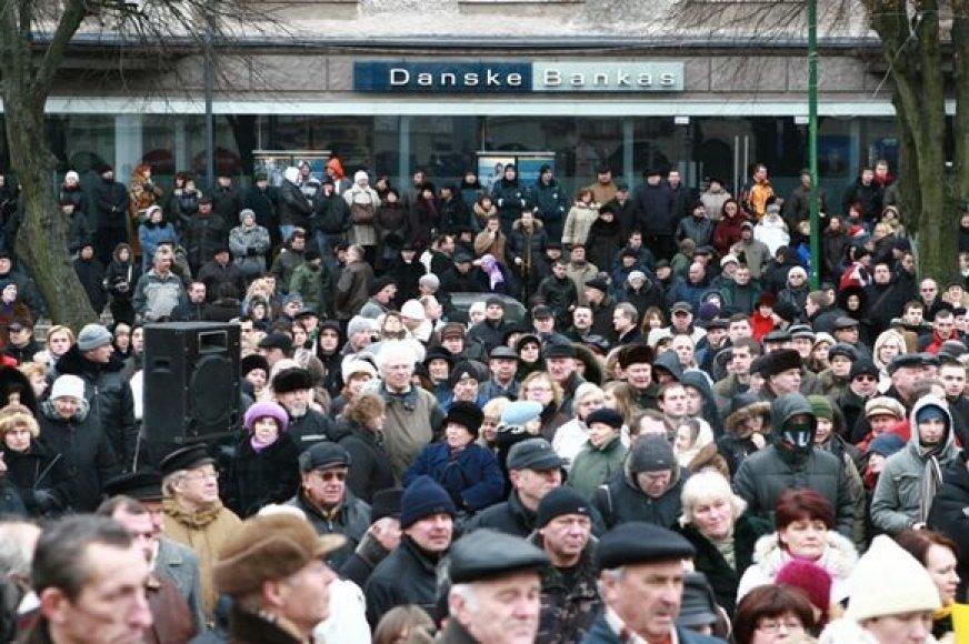 Neoficialiais duomenimis, į protesto akciją susirinko apie 4 tūkstančius žmonių.