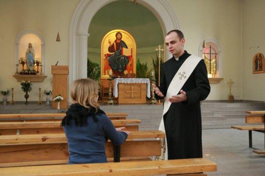 Diakonas Mindaugas Stonys ieškantiems paguodos visada randa šiltą žodį.