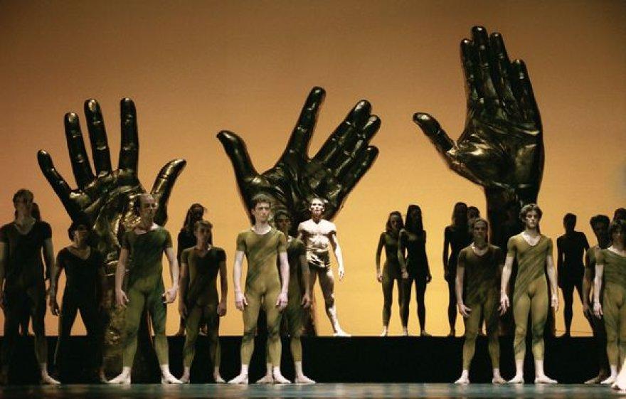 """Scena iš I.Stravinskio baleto """"Šventasis pavasaris""""."""