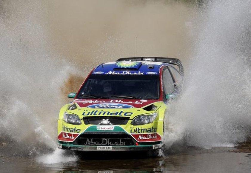 "Lyderiais išlieka Jari-Matti latvala su šturmanu Miika Anttila (""Ford Focus WRC"")."