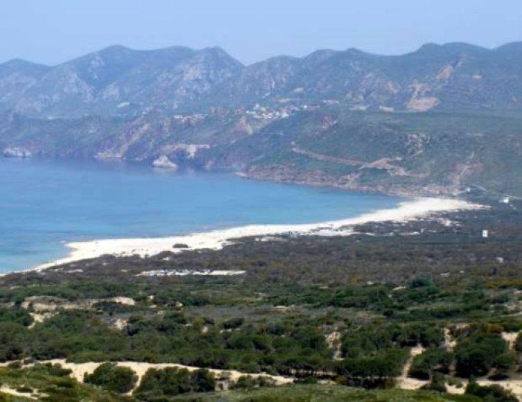 Italijos valdžia ieško, kur Sardinis saloje apgyvendinti aukštus svečius.
