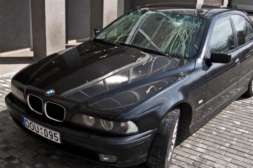 Kiaušiniais apmėtytas BMW.