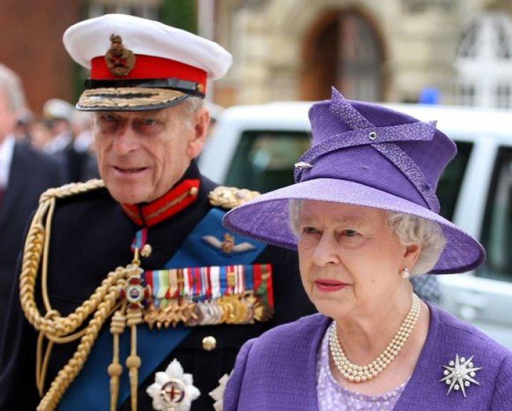 Princas Filipas su Elžbieta II