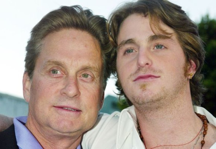 Michaelas Douglasas su sūnumi Cameronu