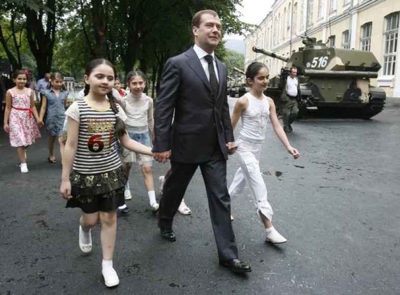 D.Medvedevas atvykęs į Pietų Osetiją
