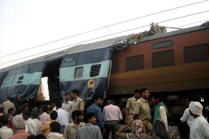 Indijoje susidūrė traukiniai