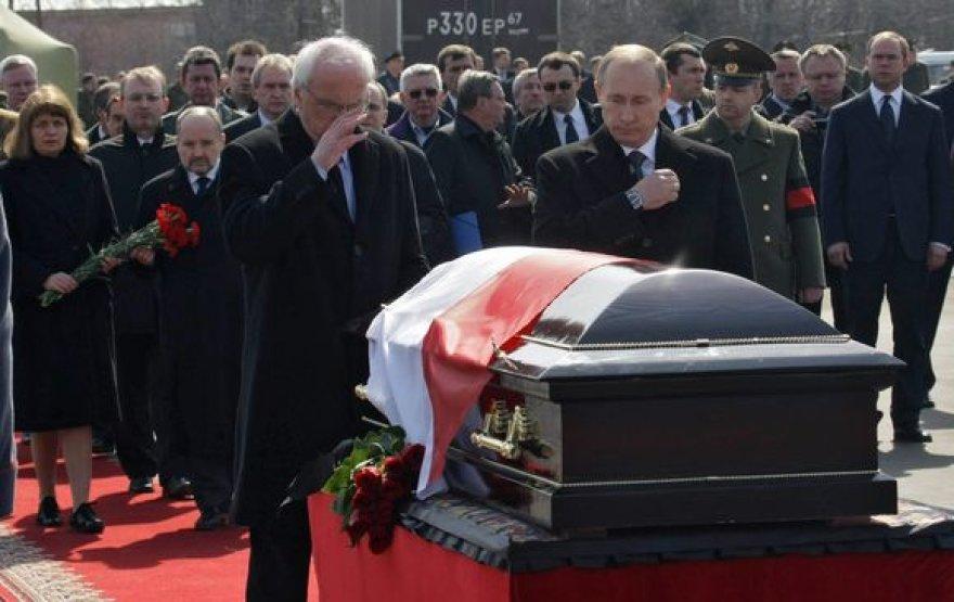 V.Putinas atiduoda pagarbą žuvusiam Lenkijos prezidentui