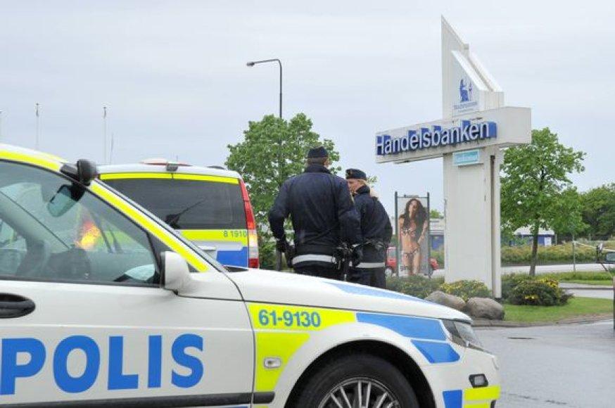 Banke buvo pagrobti įkaitai