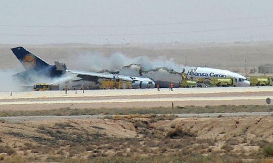 Lėktuvas leisdamasis užsidegė ir sudužo