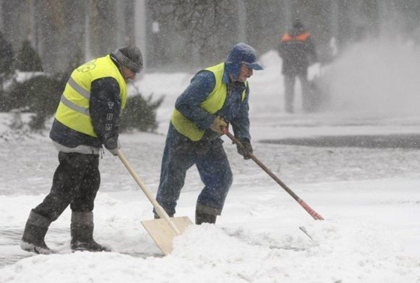 Sniegas kelia daug rūpesčių kelininkams Lenkijoje